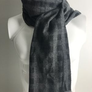 VAN HEUSEN MEN'S SCARF, BLACK PLAID